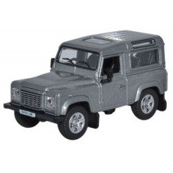 Land Rover Defender 90...
